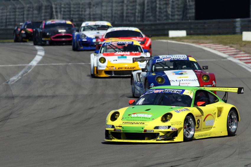 Holzer und Tandy im gelbgrünen Porsche 911 GT3 RSR