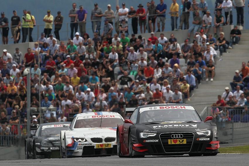 Mortara im Audi vor Tomczyk im BMW und Paffett im Mercedes