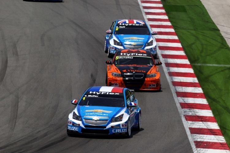 Muller und Huff kämpften sich in Rennen 2 vor