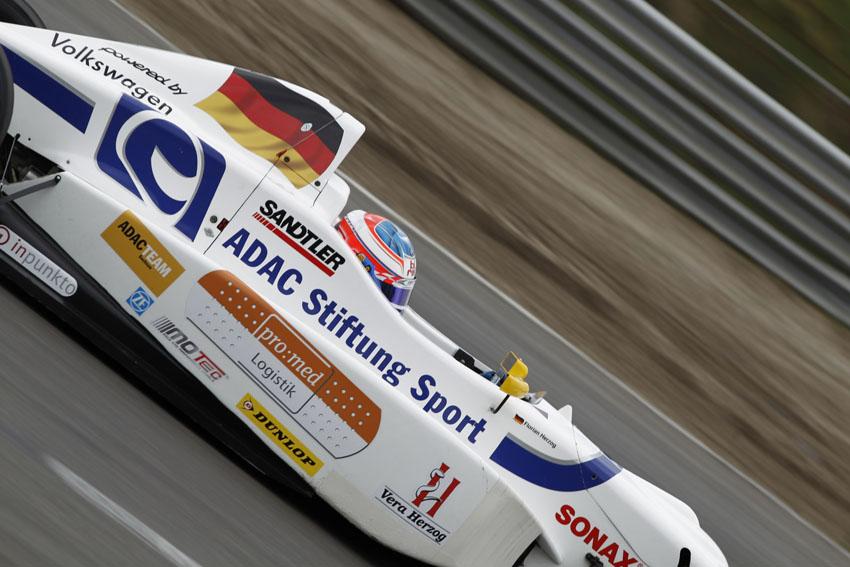 Florian Herzog fährt sein Heimrennen