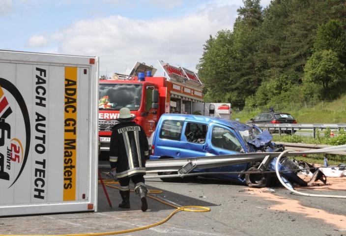 Fach Auto Tech auf dem Weg zum Sachsenring verunfallt