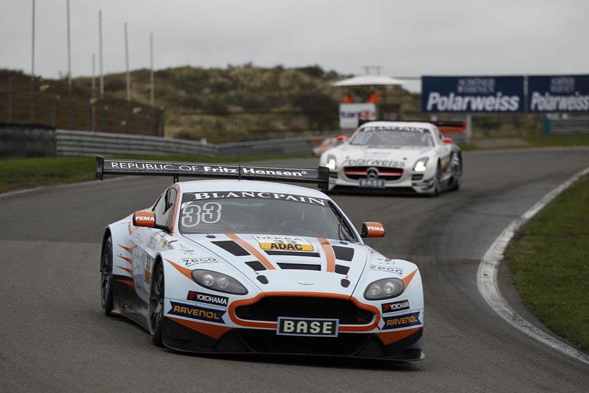 Der Young Driver AMR-Aston Martin V12 Vantage GT3