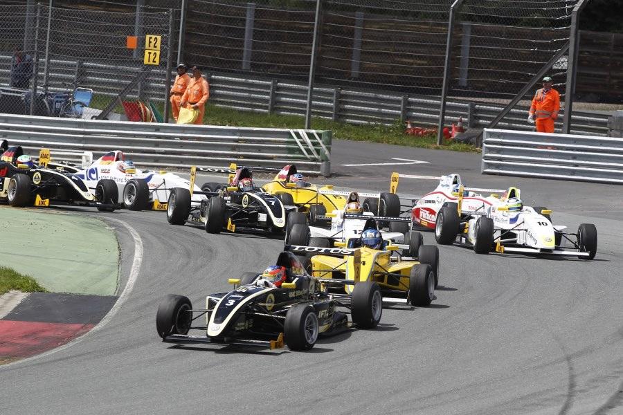 Der Start ins erste Rennen auf dem Sachsenring