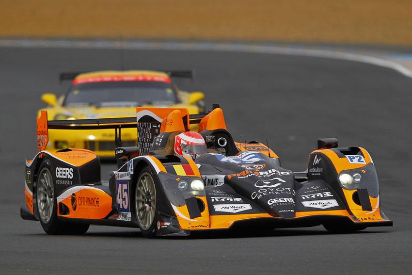 8 Fahrzeuge werden durch 7 Teams auf das Rennen vorbereitet