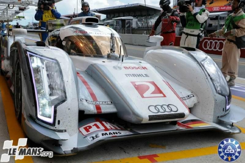 Audi e-tron Nr.2 setzt eine Bestzeit von 3:26.536 um 22:12