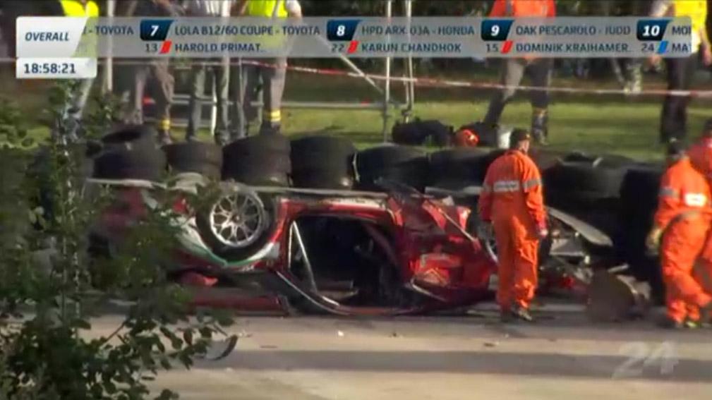 Der Ferrari AF Corse #81 Fahrer ist ausgestiegen und okay