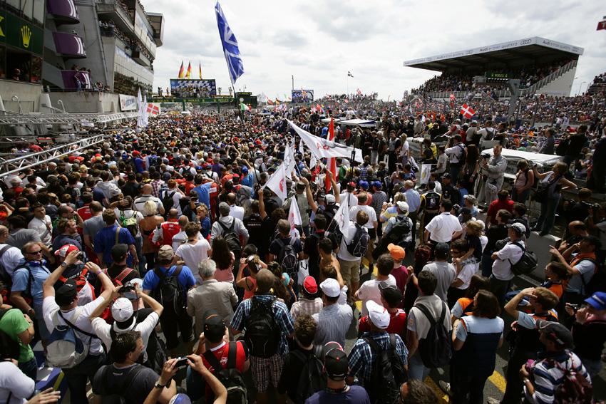 Siegesfeier der Fans in Le-Mans