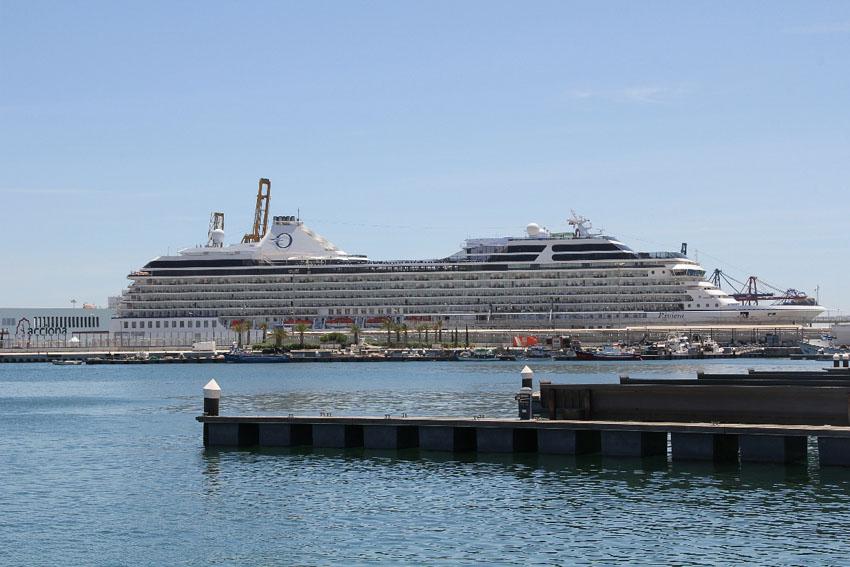 Die Strecke führt durch den historischen Hafen der Mittelmeerstadt