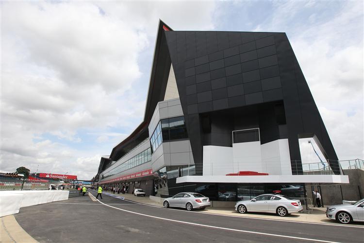 Die neue Boxenanlage in Silverstone