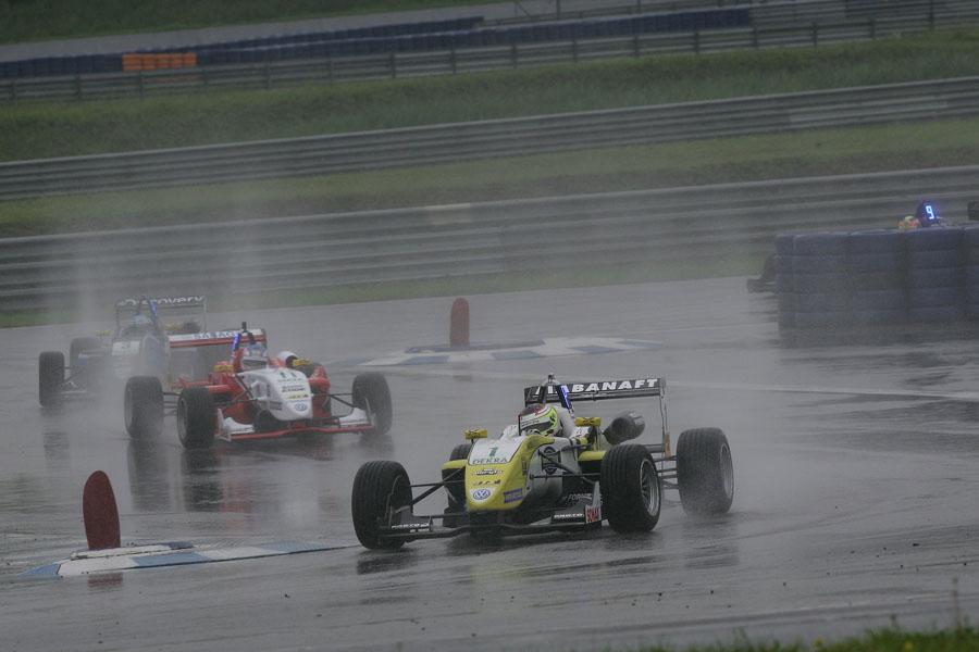 Im 2. Rennen gab es einen vorzeitigen Abbruch wegen starken Regens
