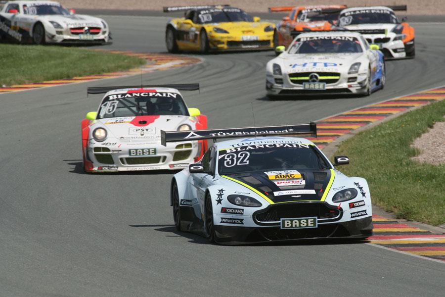 Im ADAC GT Masters fährt Stuck Aston Martin
