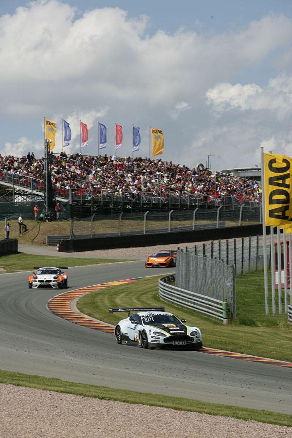 Der Aston Martin Vantage V12 GT3 auf dem Sachsenring