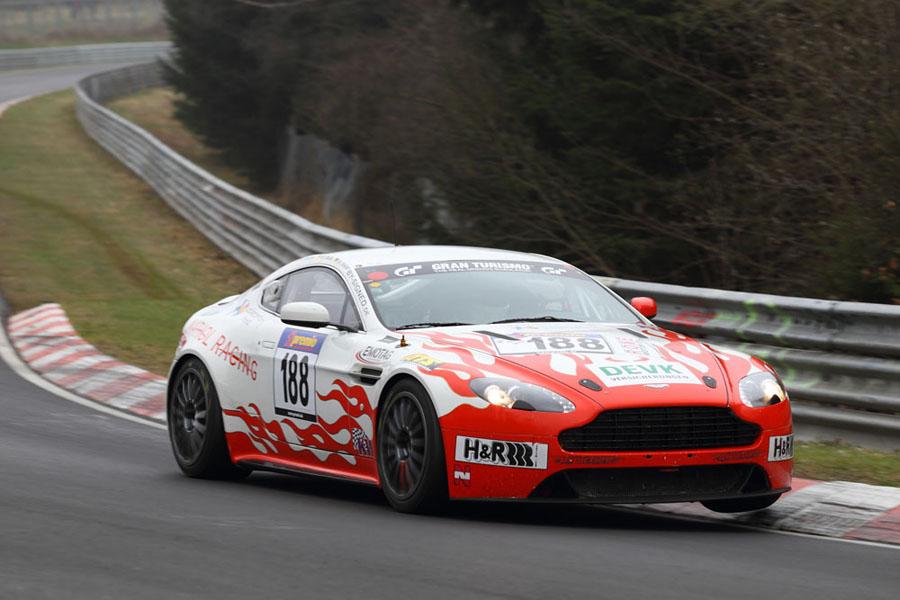 Der Aston Martin Vantage V8 GT4