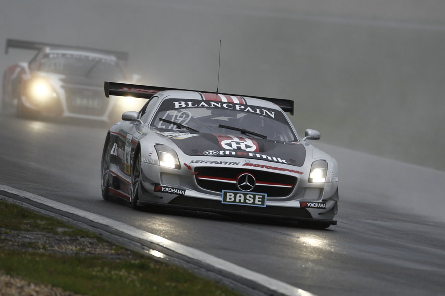 Der Thermik-Mercedes-SLS im Eifel Regen