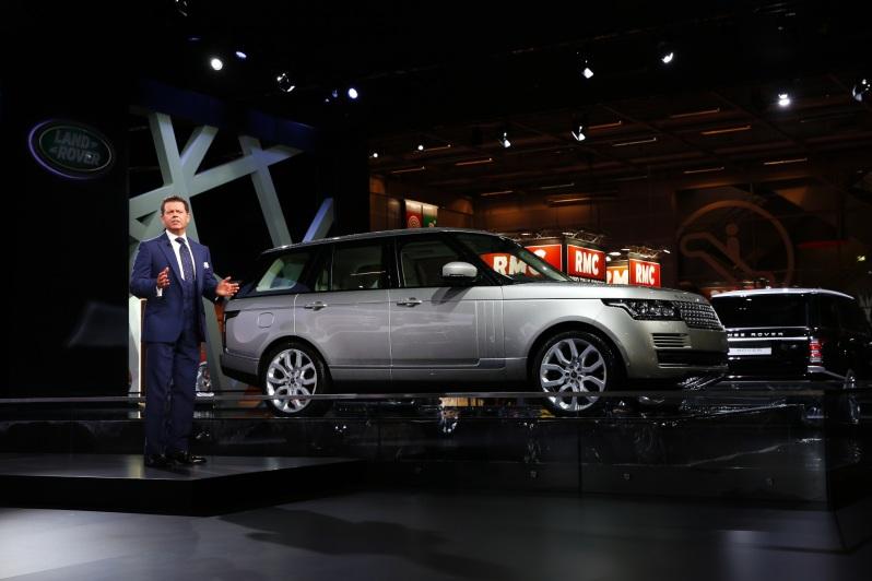 Chefdesigner Gerry McGover stellt den neuen Range Rover vor