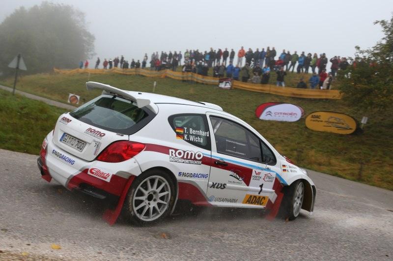 Bei seiner Premiere im Peugeot 207 S2000 fuhr Timo Bernhard auf Rang drei