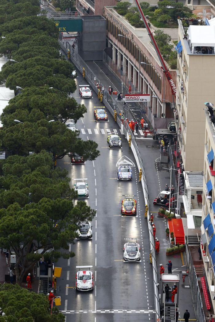 Der Start im verregneten Monte Carlo