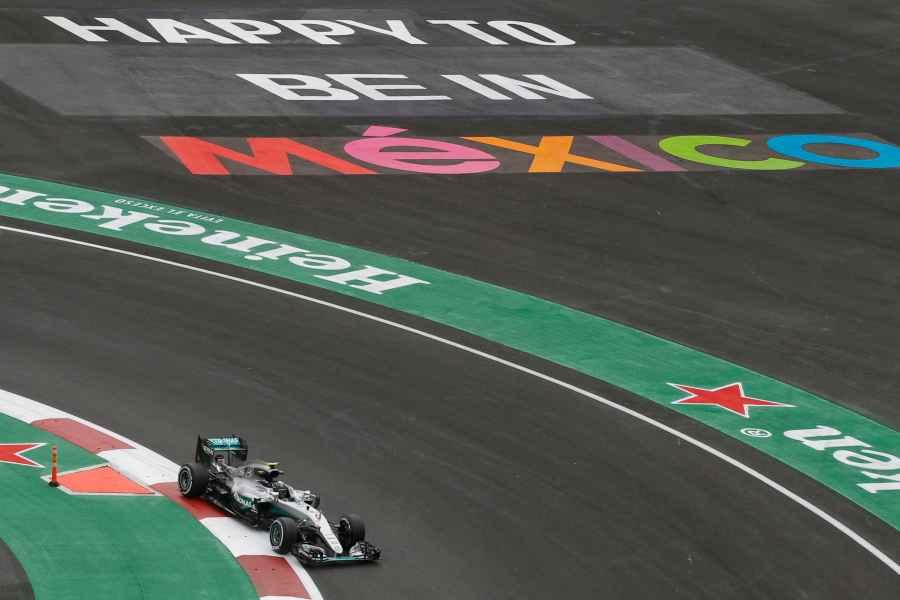 20:56 Uhr Nico Rosberg hat 4.8sek auf Lewis Hamilton