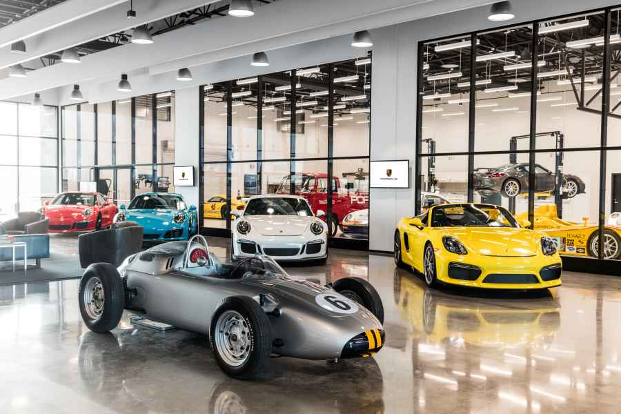Porsche eröffnet neues Experience Center in Los Angeles