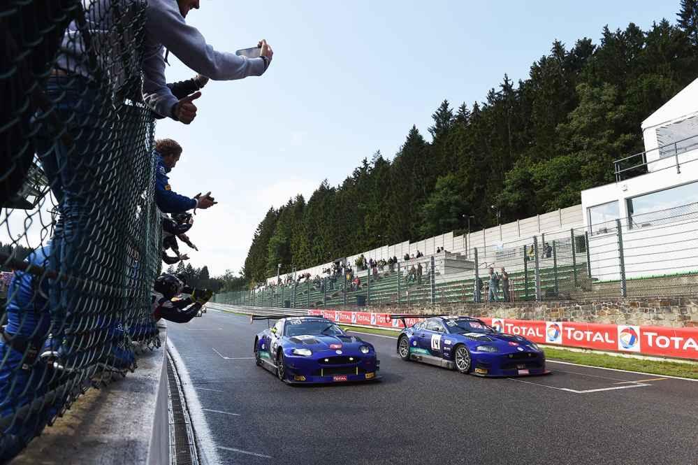 Zwei Emil Frey GT3 Jaguar am Start
