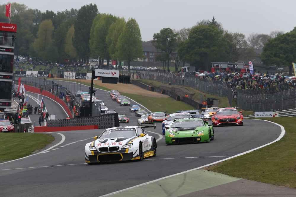 BMW Werksfahrer Félix da Costa und Eng in Brands Hatch in der Boxengasse aus dem Rennen gerammt