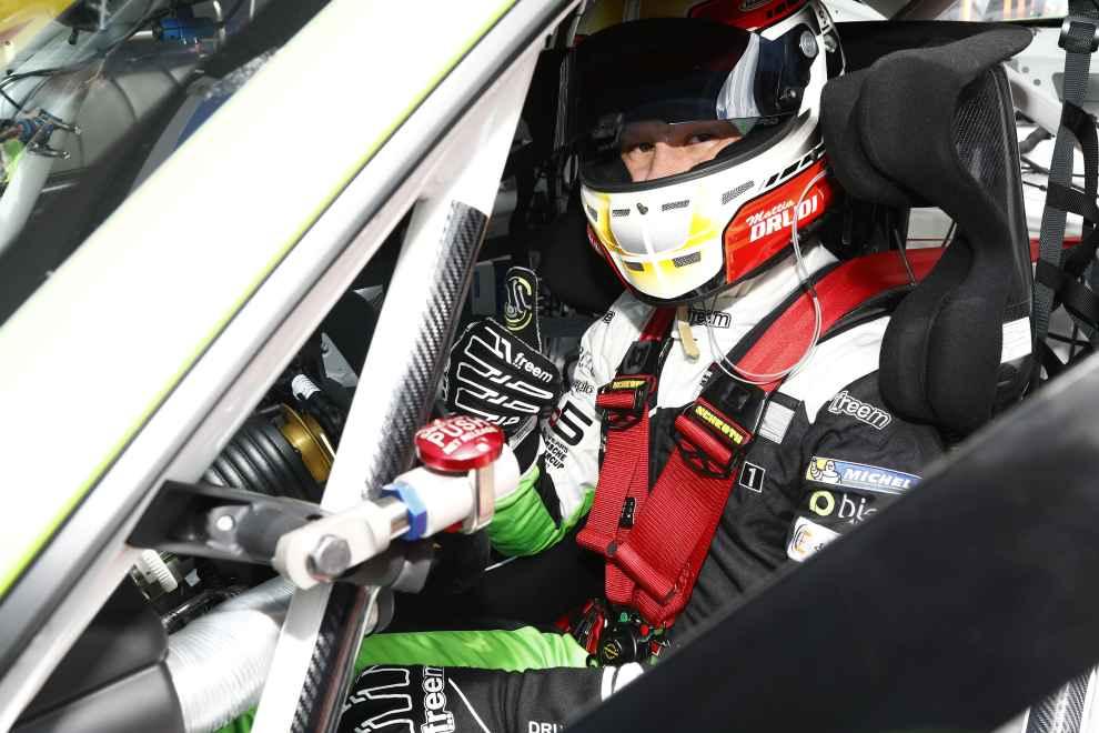 Vom zweiten Startplatz geht der Italiener Mattia Drudi (Dinamic Motorsport) ins Rennen