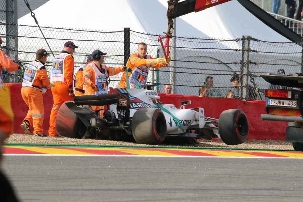 Felipe Massa legte seinen FW040  heftig in den Leitplanken  ab