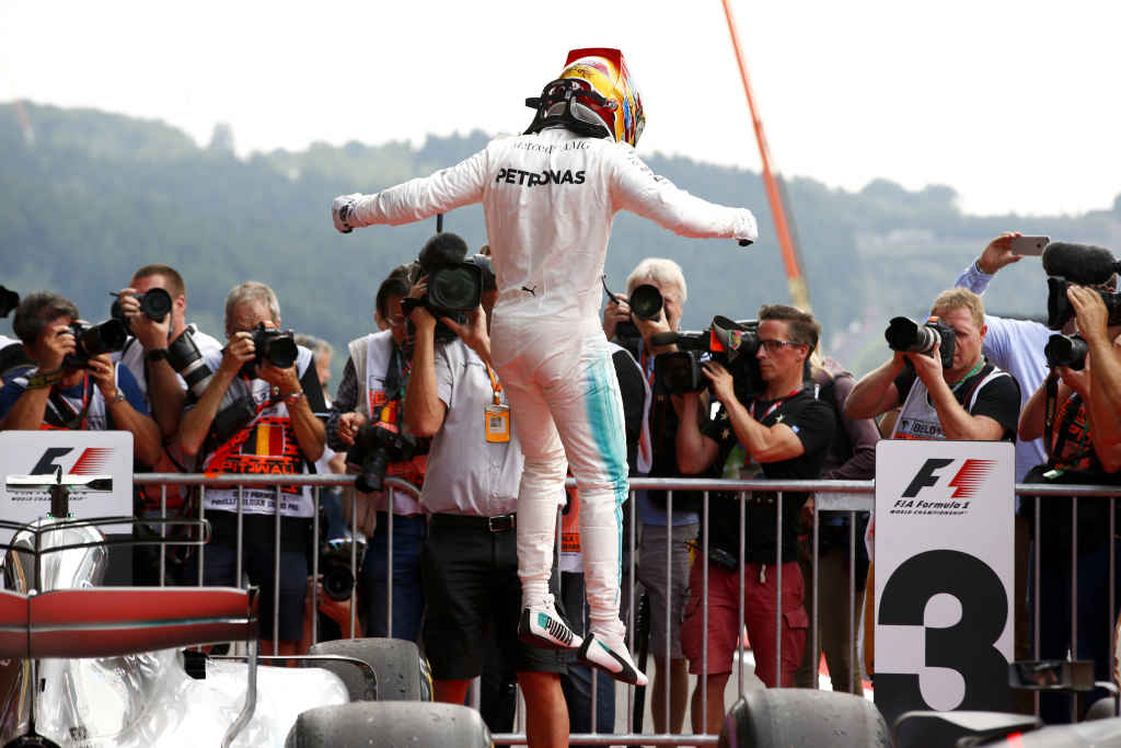 Lewis Hamilton gewinnt knapp vor Sebastian Vettel den F1 GP Belgien