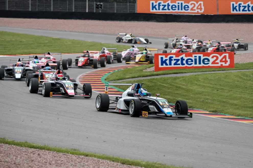 Nach Doppel-Pole der Sieg im ersten Rennen am Sachsenring für US Racing-Pilot Julian Hanses