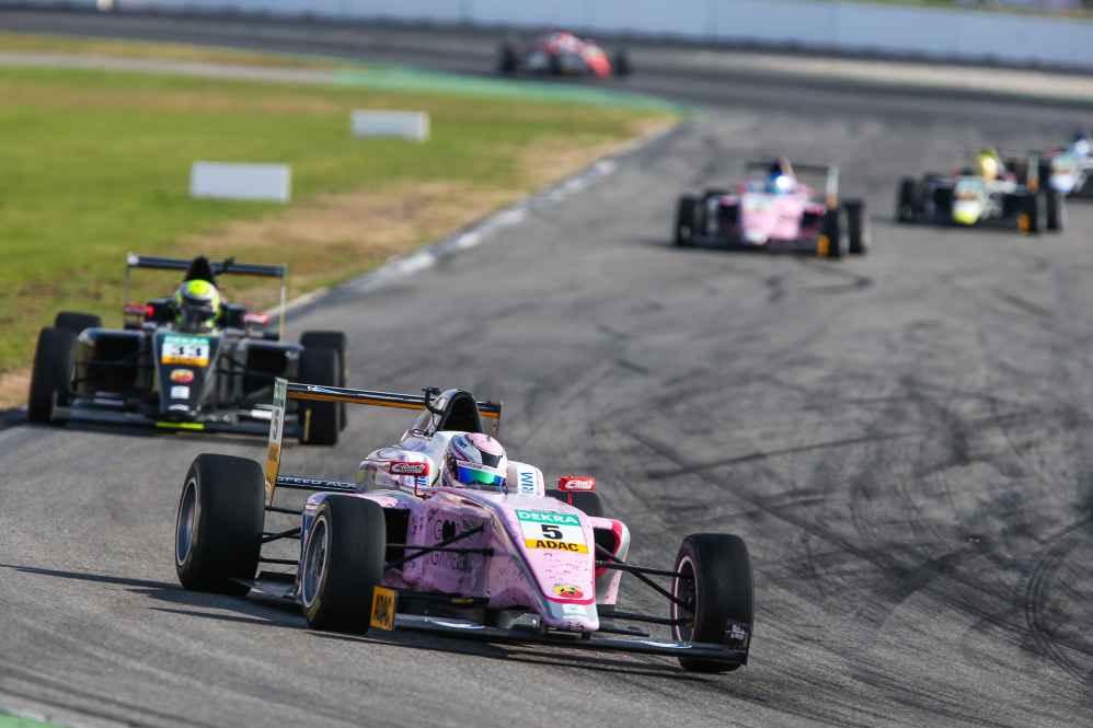 Lirim Zendeli siegte in Rennen 2 vor Jonathan Aberdein und Sophia Flörsch