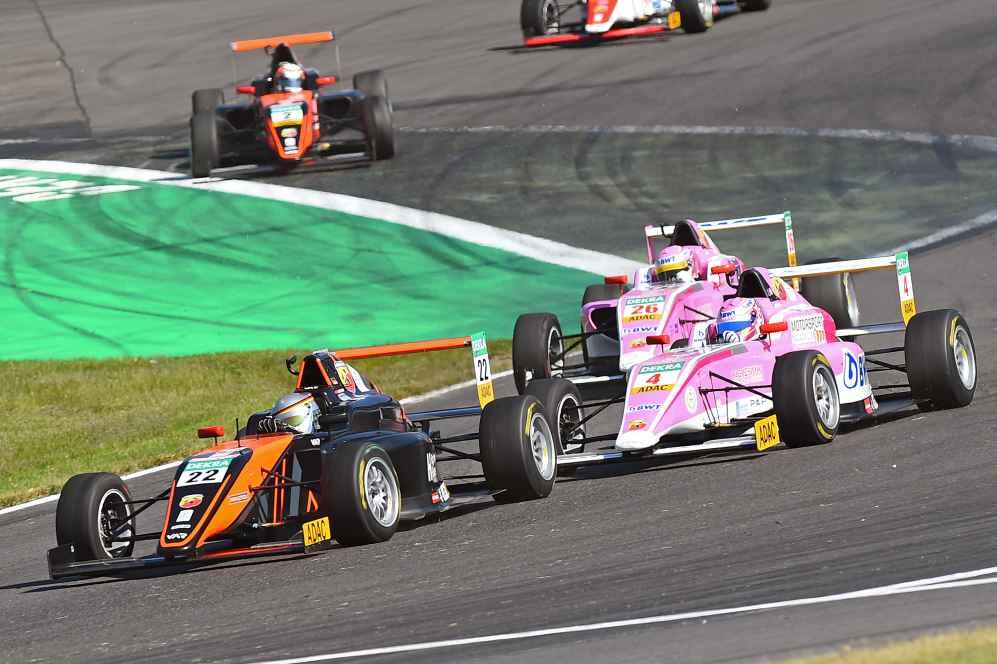 Niklas Krütten (Startnummer 4) wird bester Rookie im dritten Rennen