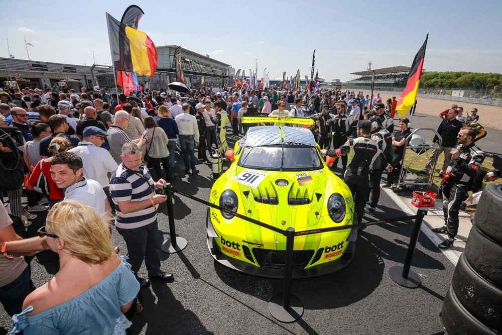 Manthey-Racing, Porsche 911 GT3 R (911), Romain Dumas (F), Frederic Makowiecki (F), Dirk Werner (D)