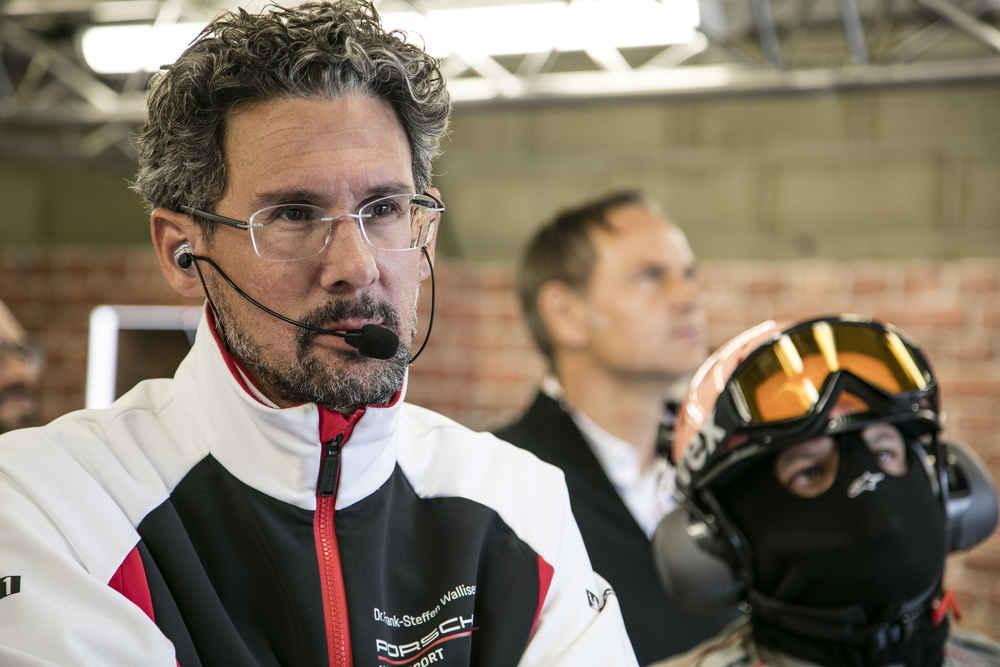Dr. Frank-Steffen Walliser (Leiter Motorsport und GT-Fahrzeuge)