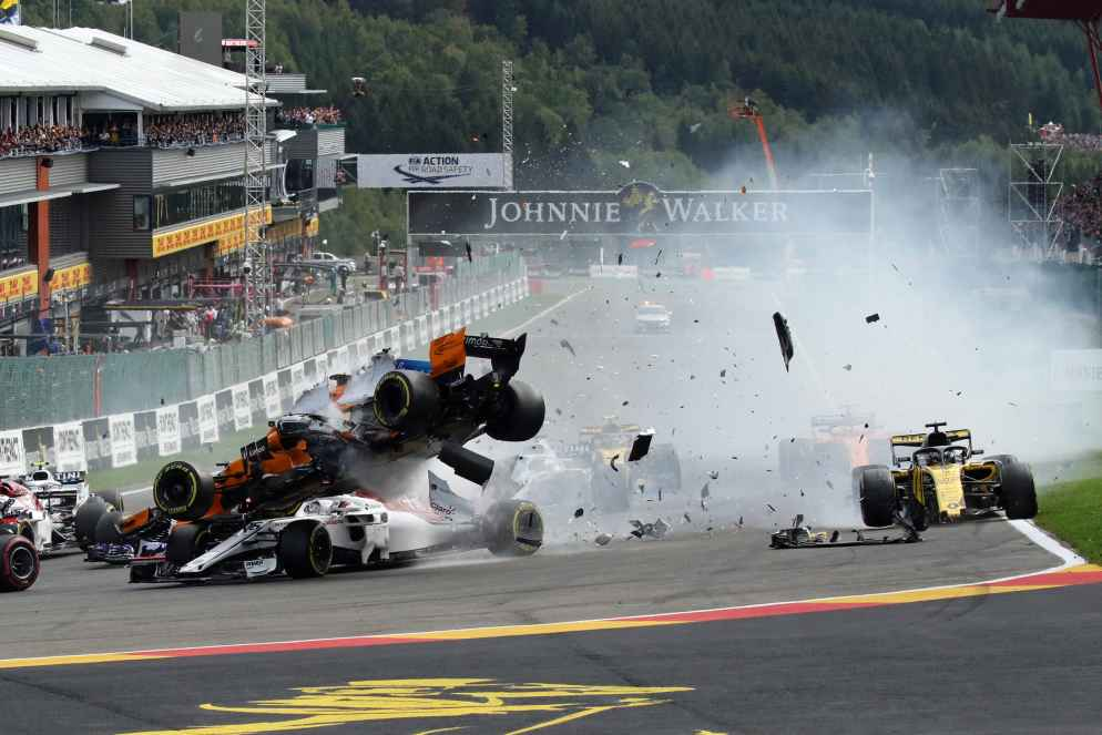 Formel 1 Spa Start Unfall: Exclusive Fotos vom Horror Crash im GP Belgien!