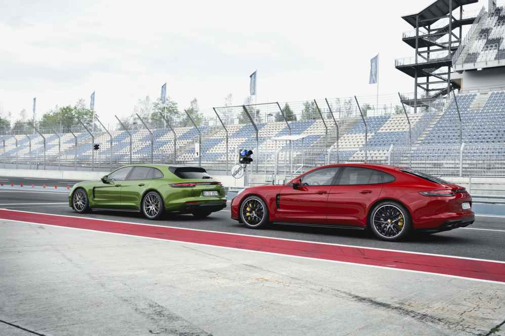 Porsche Panamera GTS Sport Turismo (links)