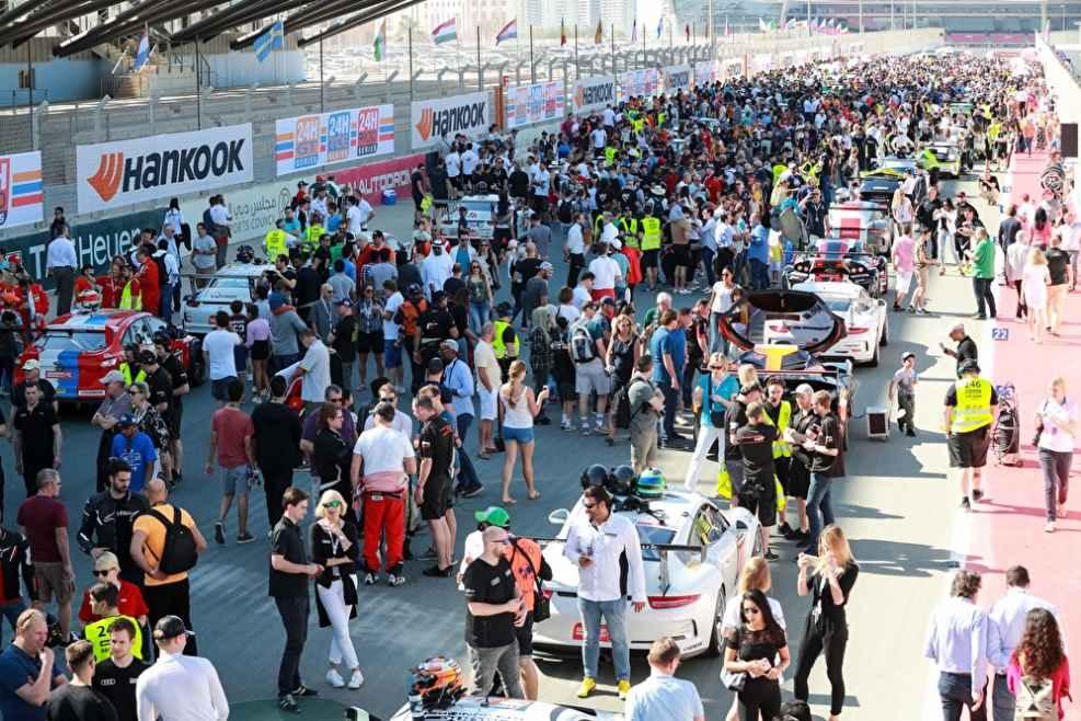Vor dem Start des 24-Stunden-Rennens in Dubai 2018