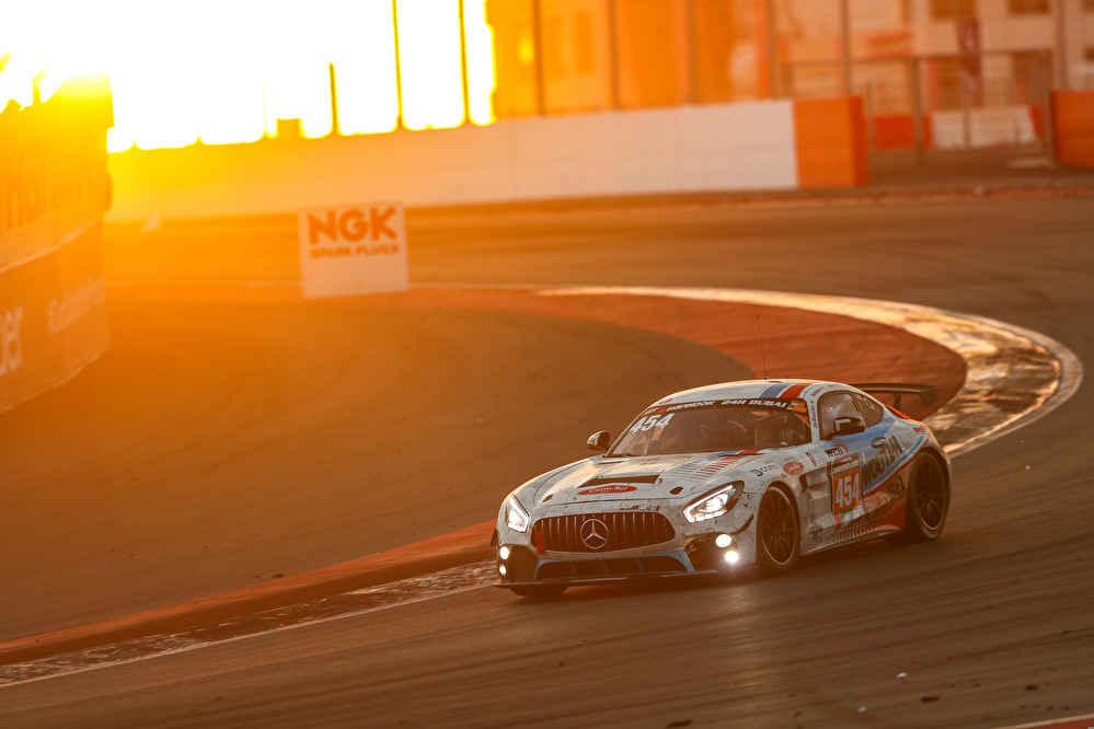 Platz drei für QSR Racing School in der GT4-Klasse