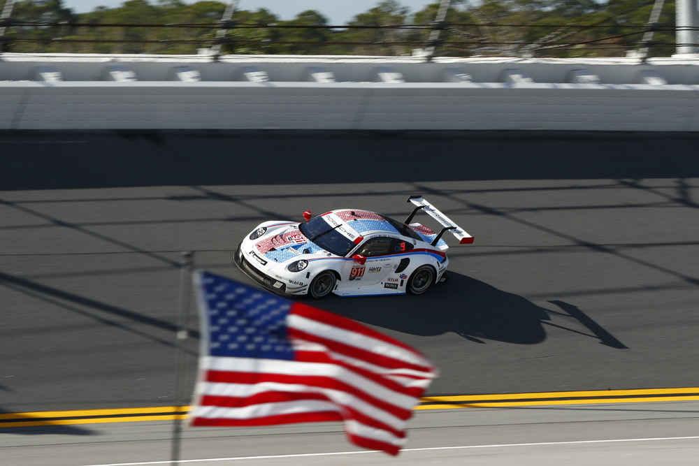 Porsche 911 RSR (911), Porsche GT Team: Patrick Pilet, Nick Tandy, Frederic Makowiecki
