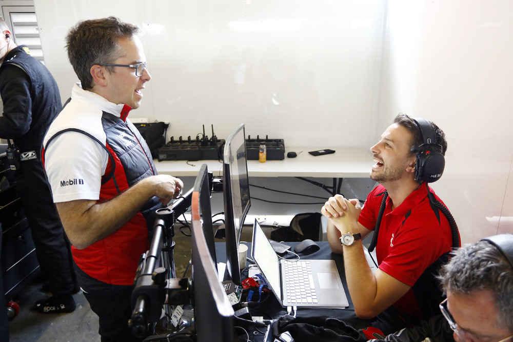 Pascal Zurlinden (Gesamtprojektleiter GT Werksmotorsport), EBM, Earl Bamber (Teamchef) (l-r)