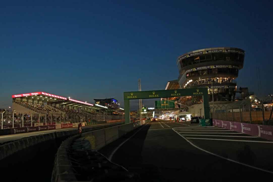 Insgesamt 60 Autos werden beim 24 Stunden Rennen in Boxen untergebracht