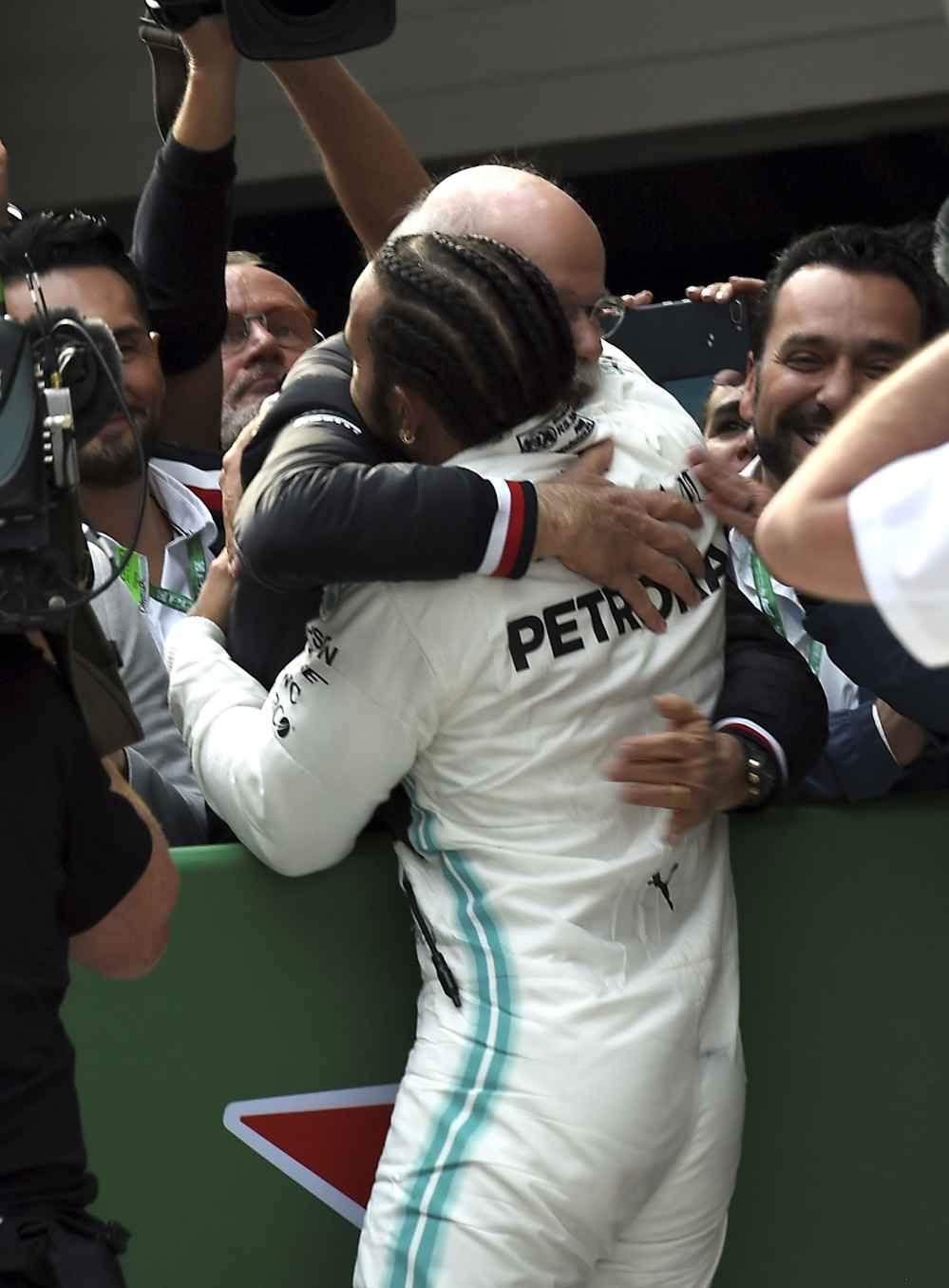 Hamilton kontrolliert das Rennen vom Start weg bis zum Ziel