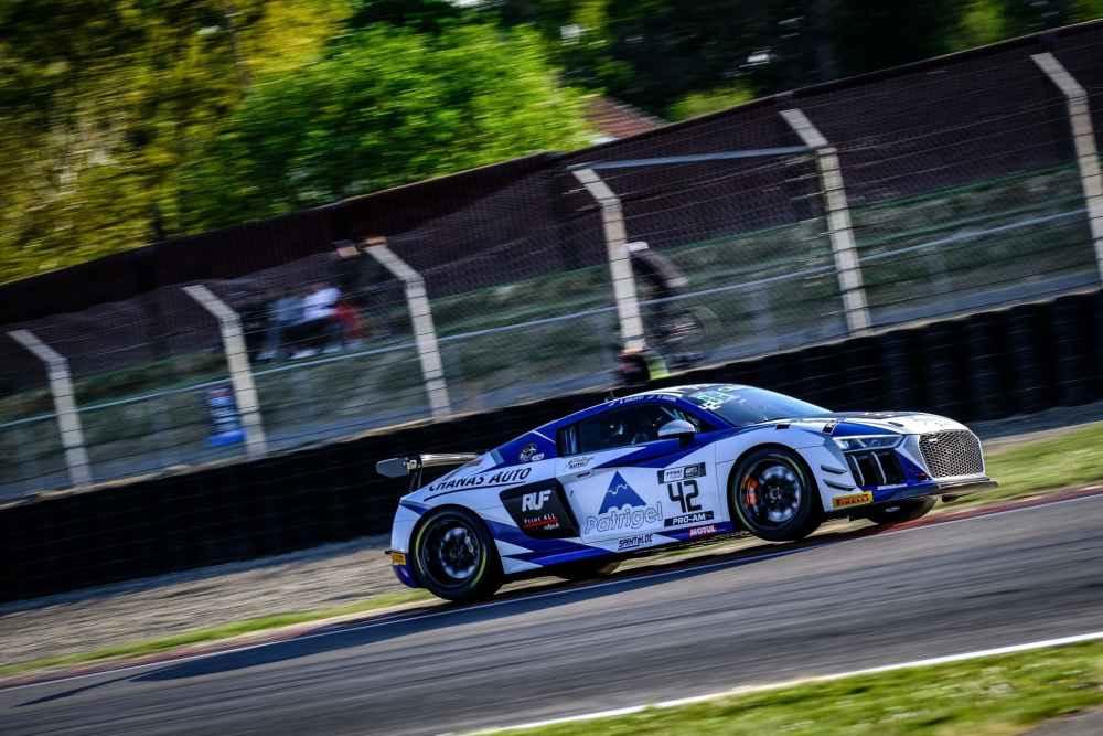 Titelverteidiger in der GT4 France starten mit zwei Podestplätzen in neue Saison