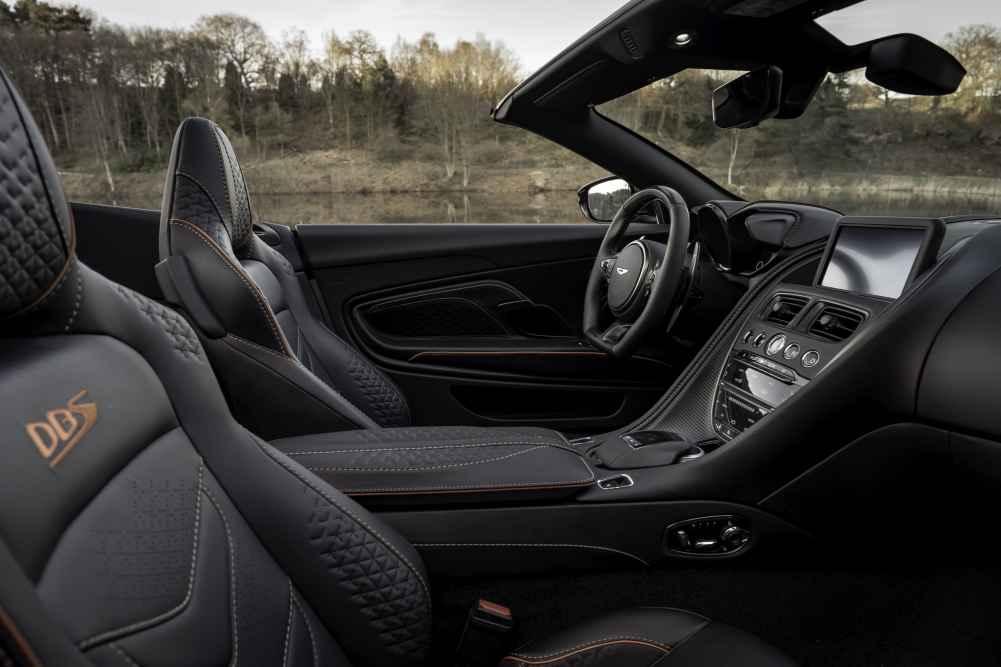 Aston Martin DBS Superleggera Volante.