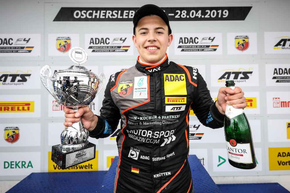 Nimmt ebenfalls einen Siegerpokal mit nach Hause: Niklas Krütten