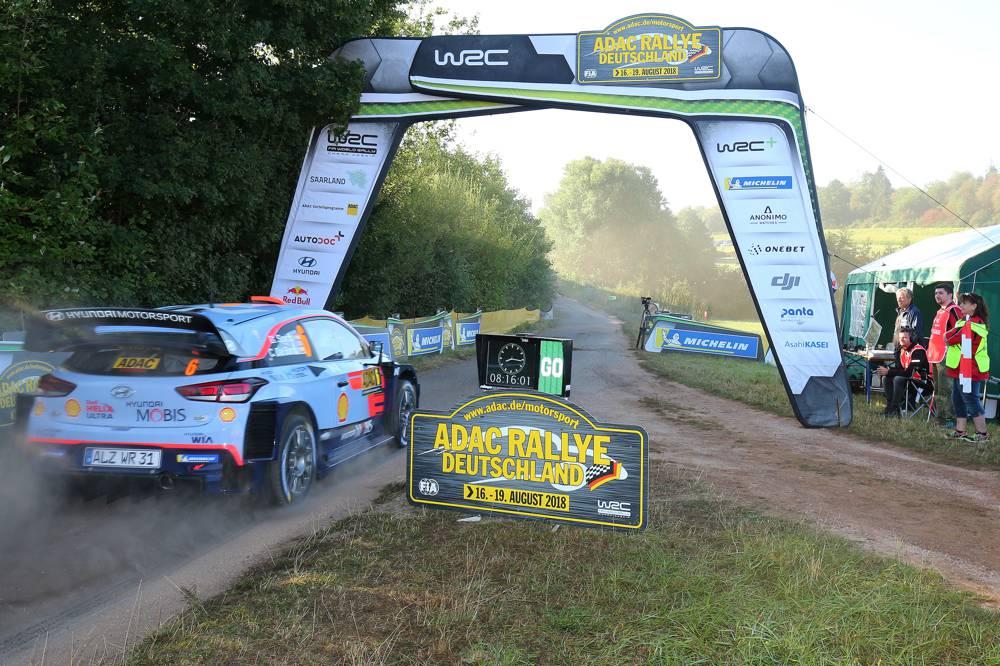 Die ADAC Rallye Deutschland beginnt mit der neuen Super Special Stage St Wendeler Land.