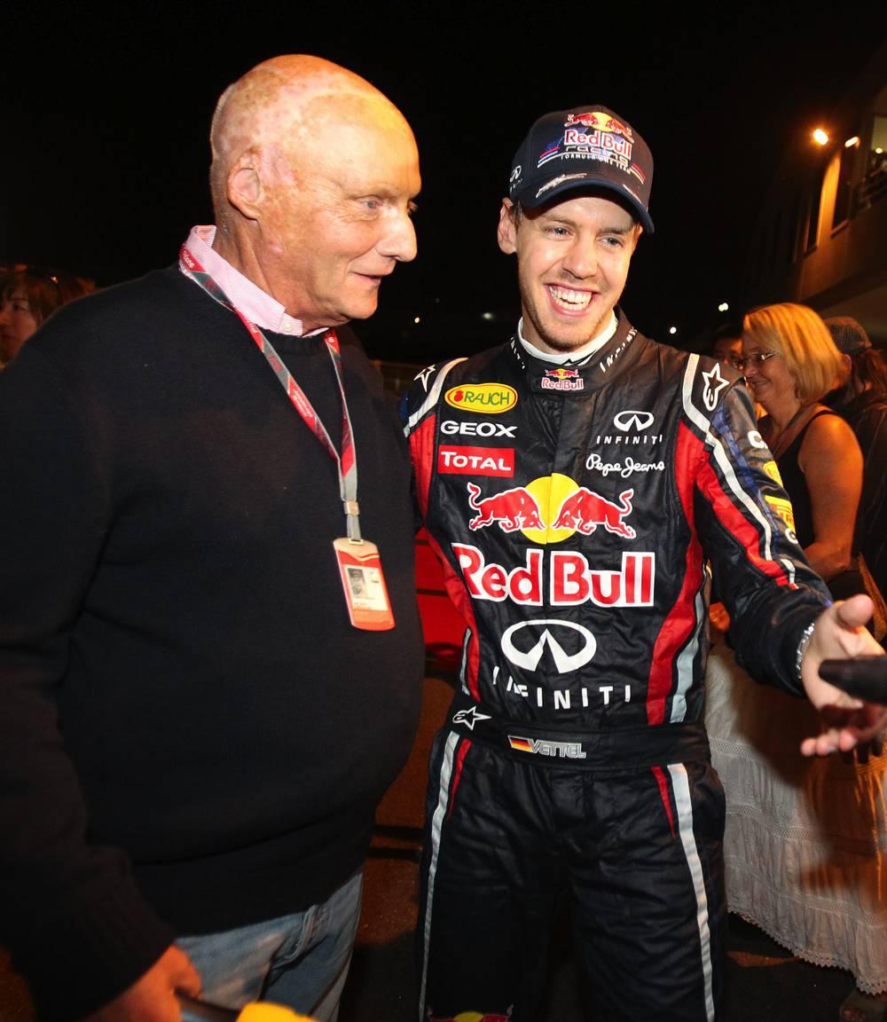 Niki Lauda zieht Kappe vor Sebastian Vettel (F1 GP Japan 2011)
