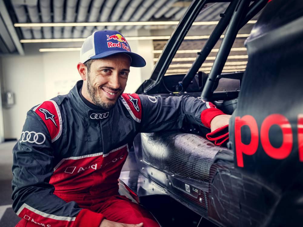 MotoGP-Star Andrea Dovizioso gibt im Audi sein Debüt