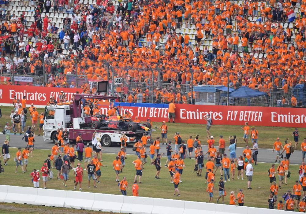 Tollhause Hockenheim: Rote und orangene Fans beherrschen die Szene