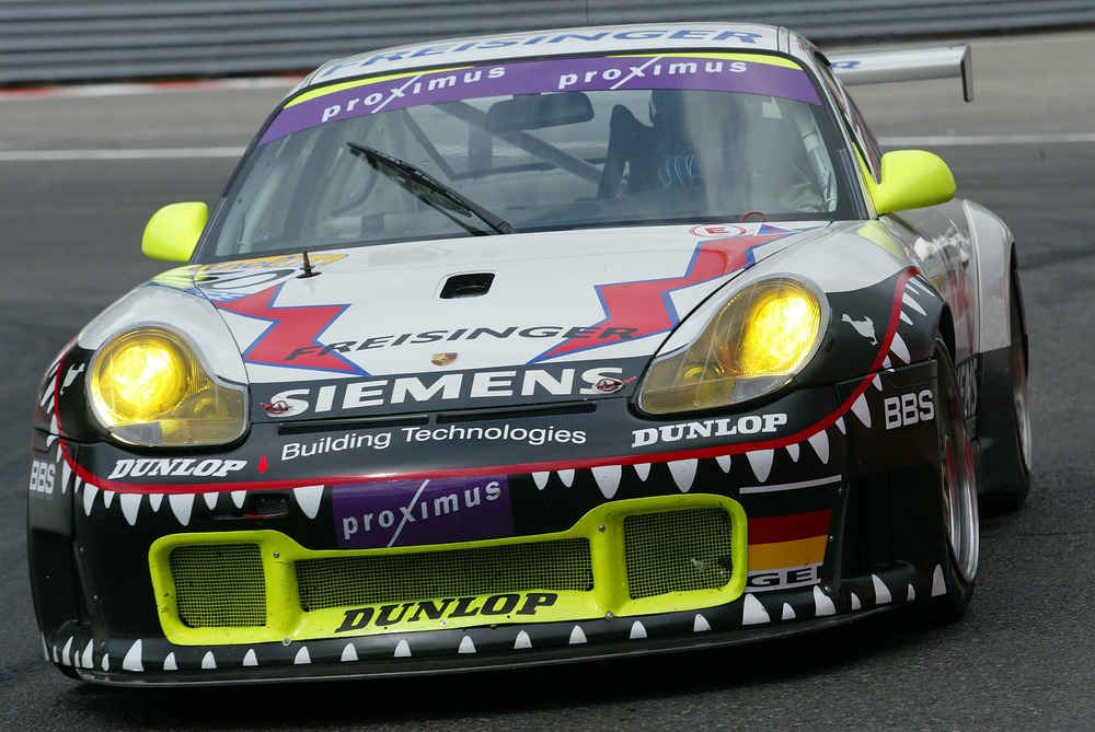2003: Stéphane Ortelli, Marc Lieb und Romain Dumas gewinnen die 24 Stunden von Spa auf einem 911 GT3
