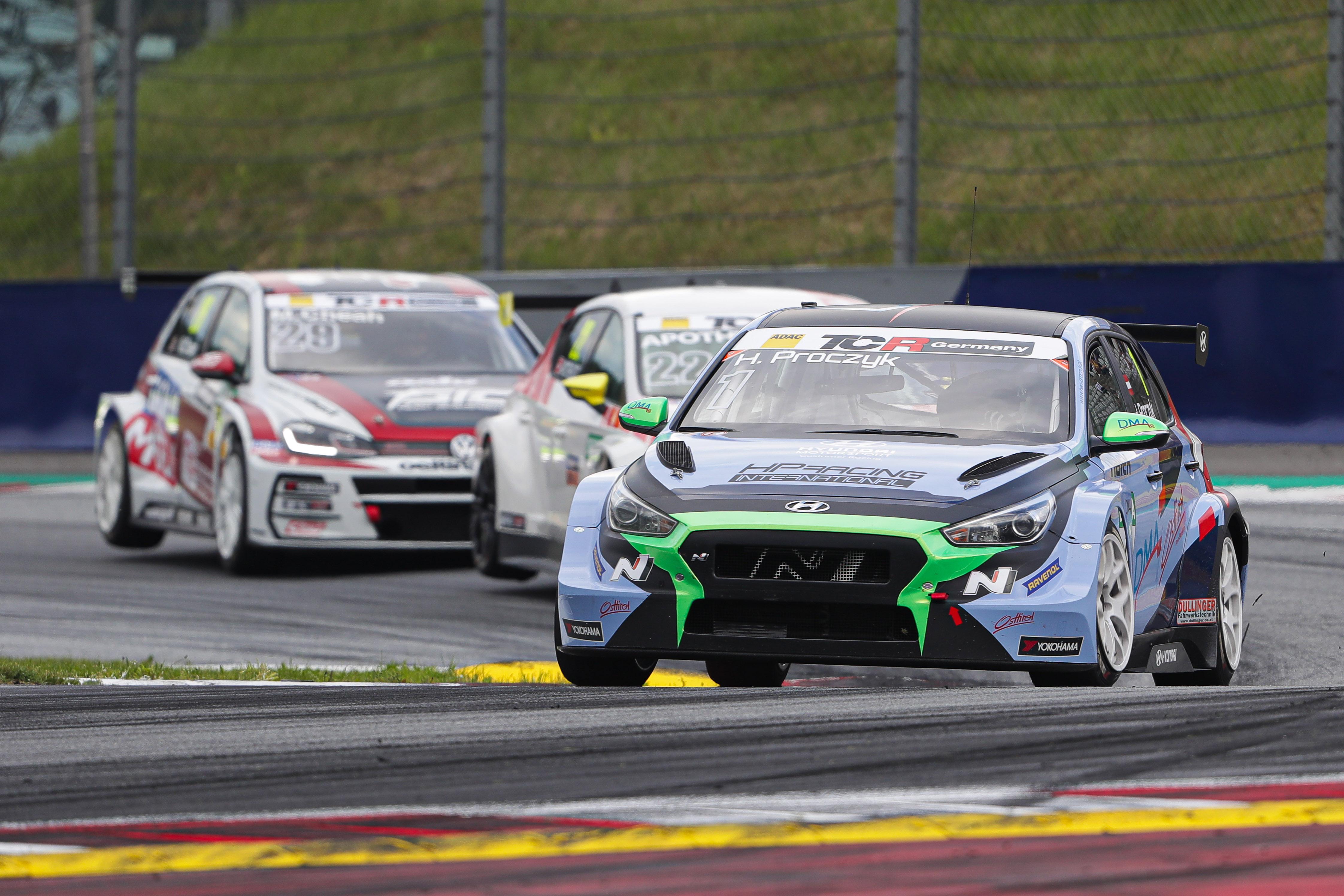 Titelverteidiger Harald Proczyk greift im Hyundai i30 N TCR an